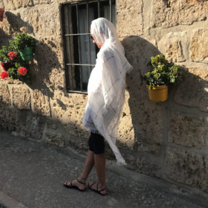 100% European white linen shawl. Weightless and fast drying. Generous size. Perfect vacation piece. Day to evening-nordicheritage.is